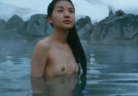芦名星、映画で乳首モロ出しヌードがエロい!このおっぱいを小泉孝太郎が好き放題しているのか・・・