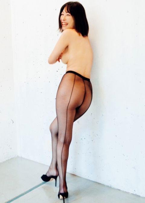 小野真弓(36)、新作裸体ショット披露!「8年ぶりのエロ」「ノーパンにストッキングだと…」