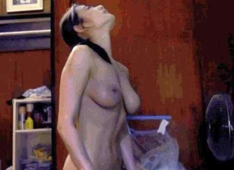 グラドル片山萌美、乳首モロ出し騎乗位濡れ場!映画「富美子の足」でお○ぱい全部見せた